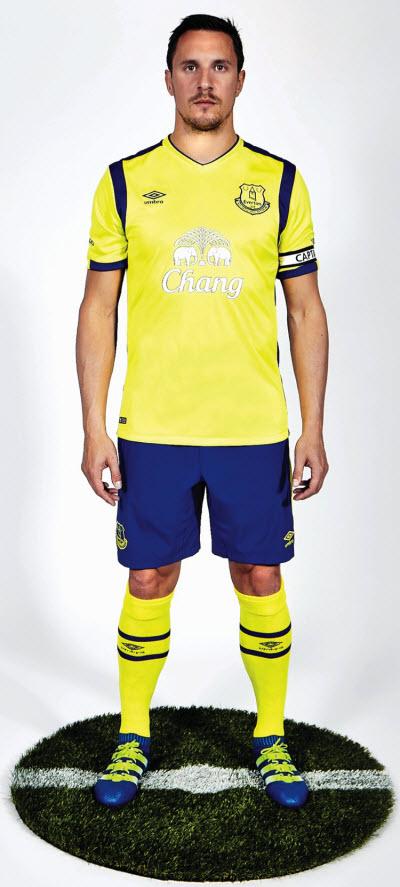 Everton third kit 2016 Phil Jagielka